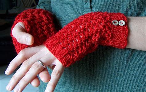 Stitch Handwarmer creativeyarn cherry handwarmers s free pattern