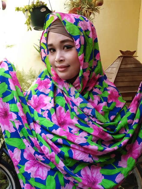 Bunga Pasmina Dan Segi Empat pashmina motif bunga pink dan biru scarf