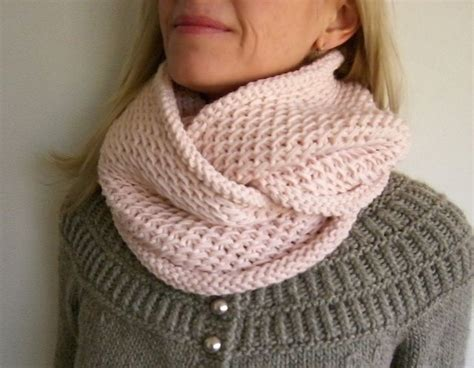 dk cowl knitting patterns honey cowl pattern by madelinetosh link doesn t work but