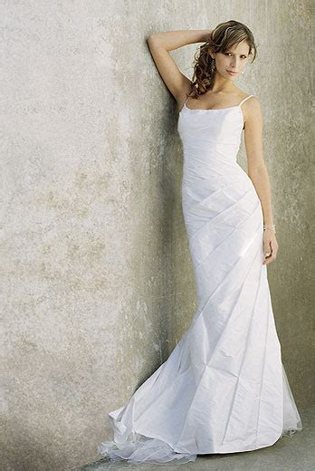 Cheap Designer Wedding Gowns by J S Fashion Wedding Gown Looking For Designer