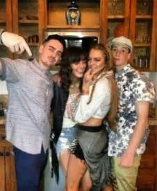 Lindsay Lohans Family Out Pumpkins For by Dina Lohan Posts A Photo Of Lindsay And Siblings On