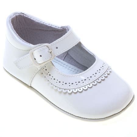 baby white patent leather pram shoes with scallop