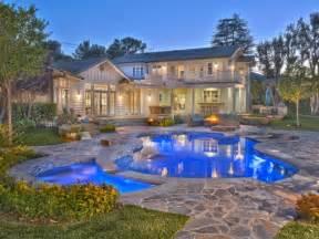 Selena gomez to sell tarzana home for 3 5 million luxury trump