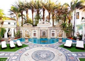 Versace House South by Gianni Versace S Miami Mansion Reopens As Luxury Hotel