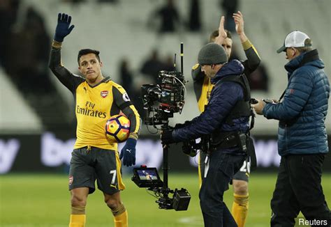 alexis sanchez ball boy ian wright claims arsenal cannot win the title