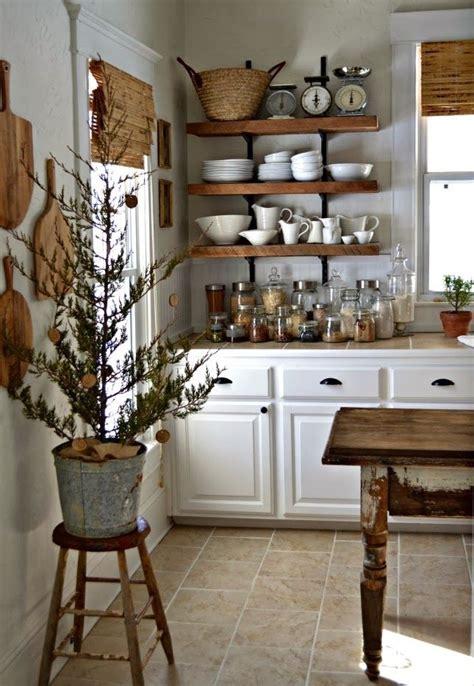 mensole in legno per cucina cucine shabby chic in legno grezzo colorate di bianco