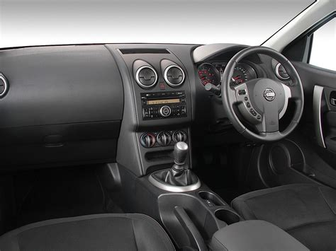 nissan qashqai 2013 interior nissan qashqai specs 2010 2011 2012 2013 autoevolution