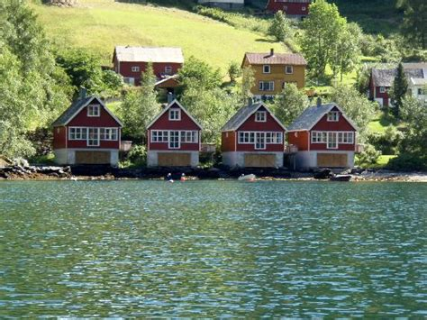 york boat inn norway house the cabins seen from the boat picture of fretheim