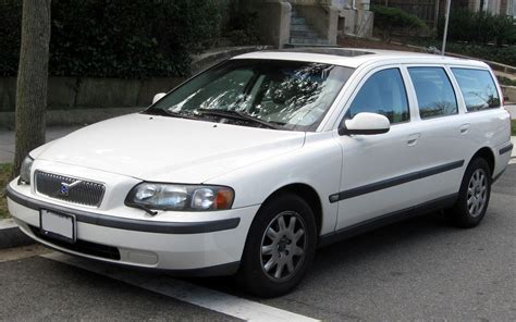 what is volvo volvo v70