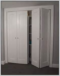 bedroom closet doors best 25 closet doors ideas on closet ideas