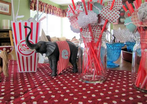 Circus Themed Baby Shower Decorations by Gt Circus Baby Shower Littlemissmomma