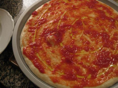 pizza fatta in casa calorie ricetta pizza margherita fatta in casa calorie e valori