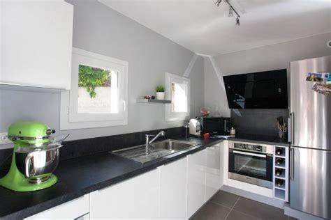 cuisine blanche et noir cuisine blanche plan de travail gris ikeasia com