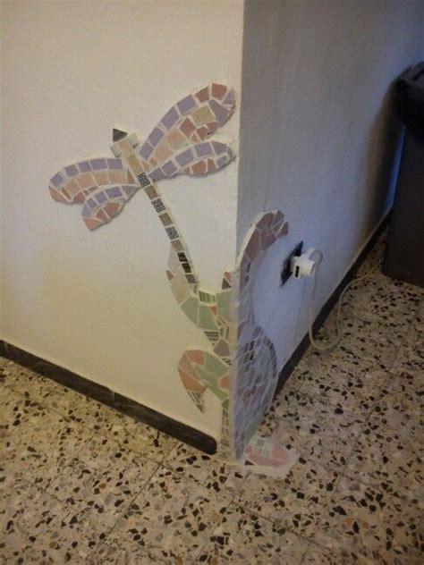 mosaico con piastrelle rotte mosaico di piastrelle rotte manca un pezzo di battiscopa