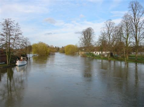 thames river disaster river thames in flood oxfordshire photo gallery