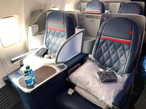 flight review delta  business class lax jfk points miles martinis