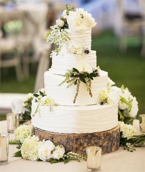 Backyard Wedding Cake Ideas by What You Need To About Planning An Outdoor Wedding