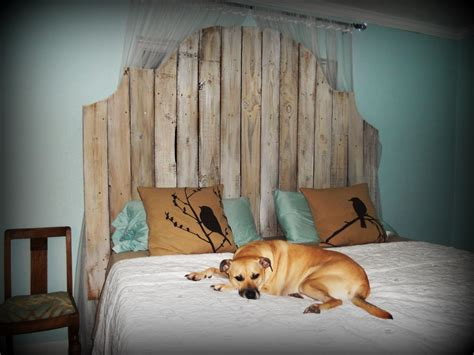rustic headboard made from old fence pickets diy