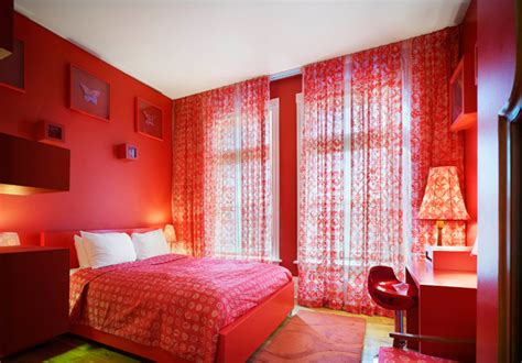 red bedroom arty hotel room designs at gladstone hotel hotel logics