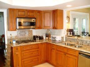 Average Cost Kitchen Cabinets Kitchen Small Kitchen Design Idea With Average Cost Using L Shaped Oak Wooden Kitchen Cabinet