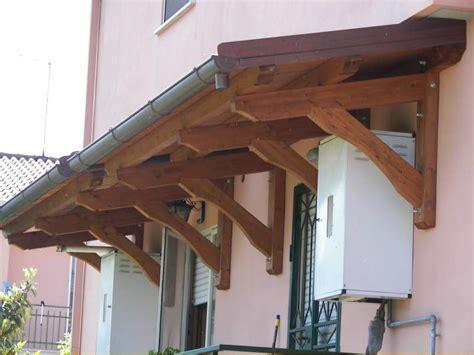 tettoie per balconi in legno braccio per pensilina in legno per finestre a