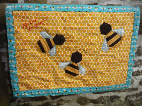 wonky patchwork mini bee quilt
