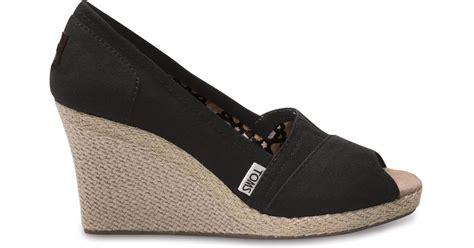 Sale Sepatu Toms Wedge Canvas toms black canvas s wedges in black lyst
