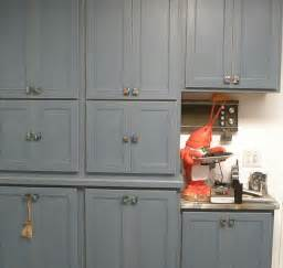 amazing Placement Of Kitchen Cabinet Knobs #1: traditional-kitchen.jpg