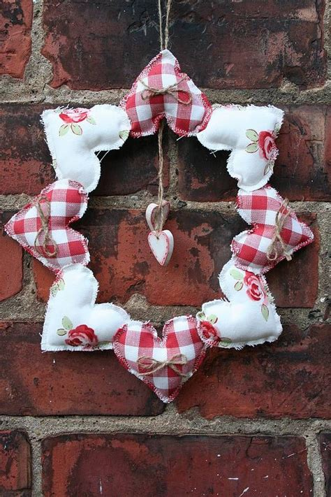 Handcrafted Hearts - 25 unique fabric hearts ideas on hanging