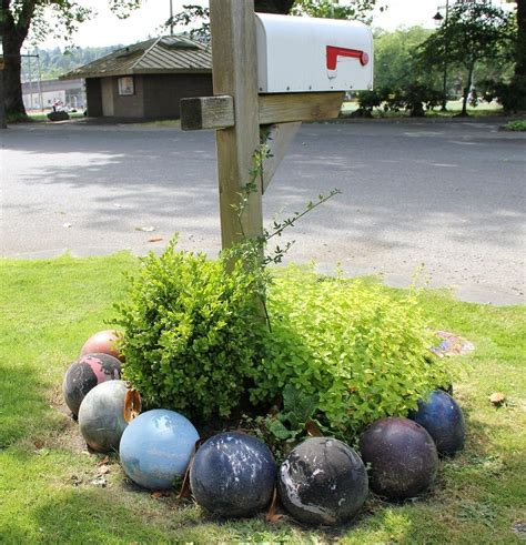 Garden Decorating Bowling Balls by Garden Decoration Ideas With Bowling Balls Gardens