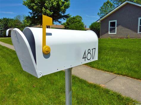 cassetta della posta in inglese cassetta della posta inglese o americana con palo quando