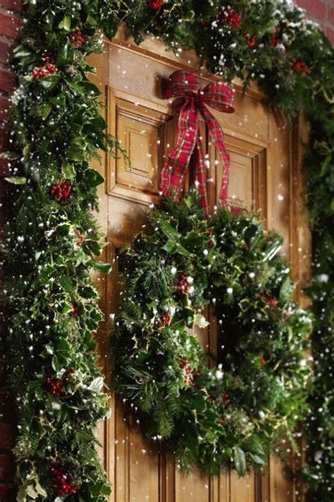 comfy rustic outdoor christmas decor ideas digsdigs