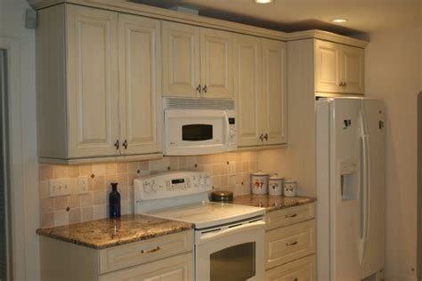 Antique White Cabinets With White Appliances by Antique White Cabinets With White Appliances For The