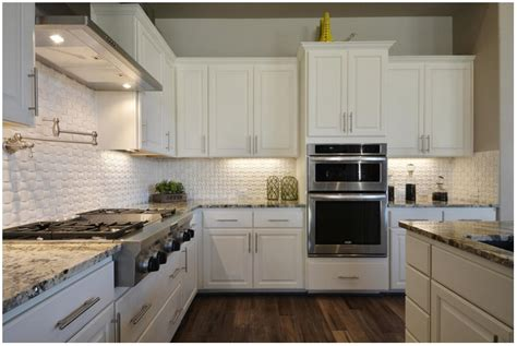 What Cuts Grease On Kitchen Cabinets by Cleaning Kitchen Cabinets With Denatured Cabinet