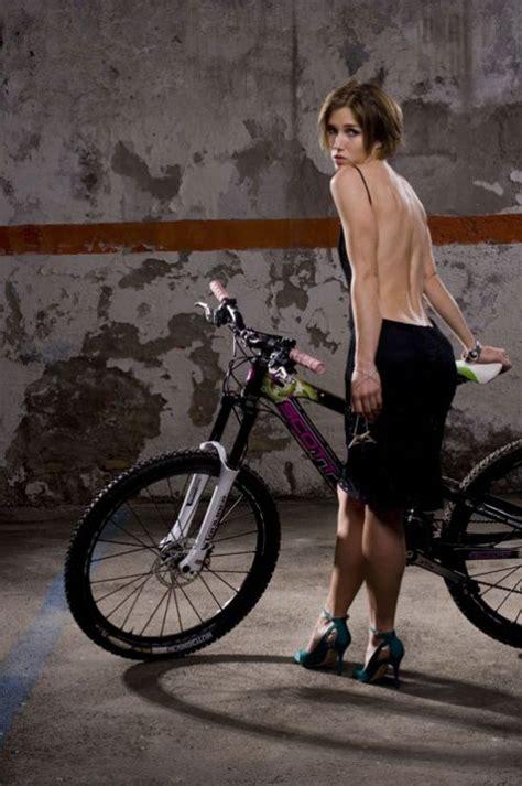 hot female mountain bikers niki gudex mountain biking mtbr pinterest bike