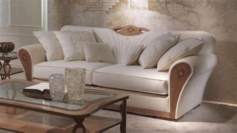 divani lussuosi divano imbottito in legno per salotti lussuosi idfdesign
