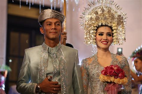 tutorial rias pengantin padang 6 baju pengantin adat padang modern dan mewah gebeet com