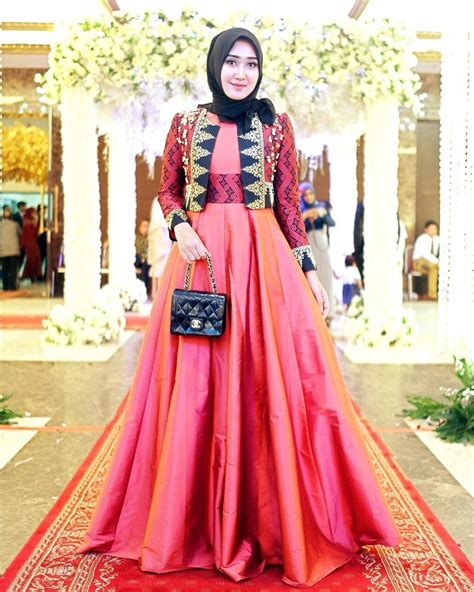 desain gaun prom night hijab inspirasi tilan formal look ala dian pelangi dream co id