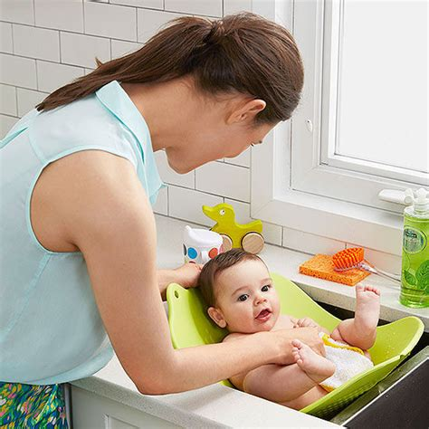 4 moms baby bathtub the best bath tubs for newborns and babies
