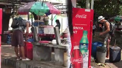 video viral turis asing cari makanan  tong sampah
