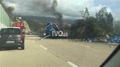 incidente autostrada dei fiori terribile incidente sull autostrada dei fiori chiuso il