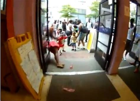 guard taser atlanta mall taser mall darien becomes a reddit hit metro news