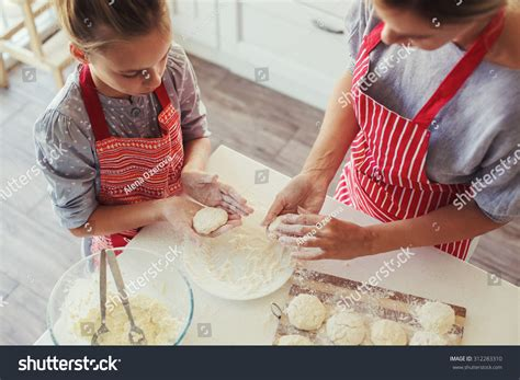 the knife mom used mother s day kitchen gifts rada blog mom her 9 years old daughter stock photo 312283310