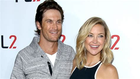 oliver hudson father kate hudson s brother oliver hudson reconciles with their
