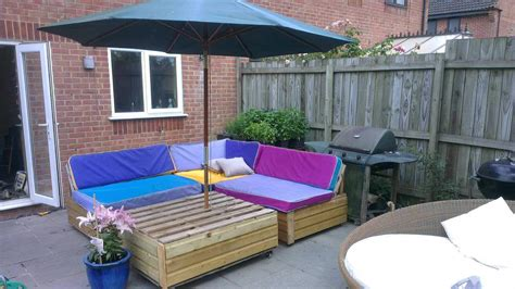 garden patio sofa set made out of recycled pallets 1001