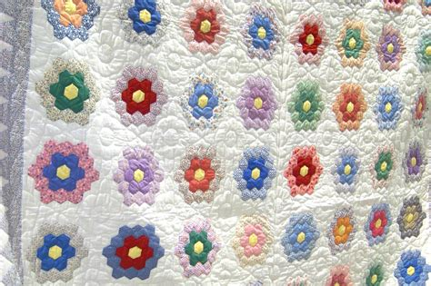 Flower Garden Quilts Pennsylvania Anabaptist Quilting Today Fallingforpieces