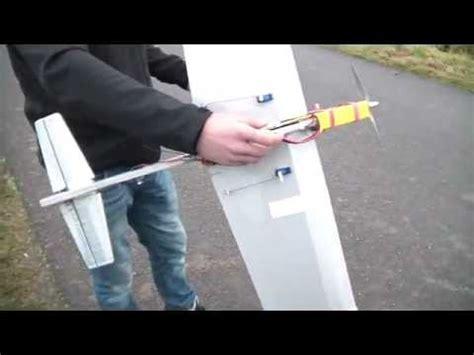 Wie Baut Man Ein Ferngesteuertes Auto by Wie Baut Man Ein Rc Flugzeug Ganz Einfach Doovi