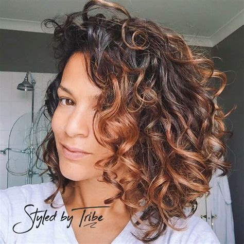 brunette hairstyle with lots of hilights for over 50 best 25 highlights curly hair ideas on pinterest curly