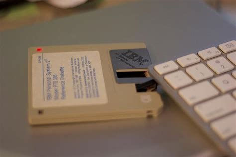 floppy disk styled usb flash drive gadgetsin