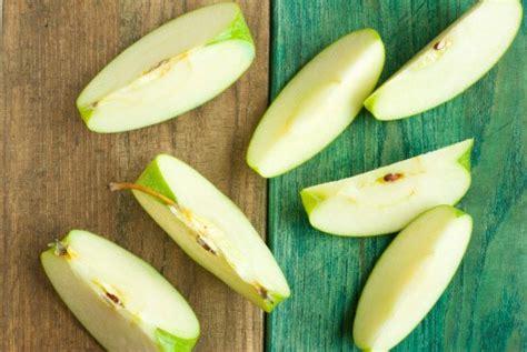 apel tak kecokelatan setelah dipotong olesi garam